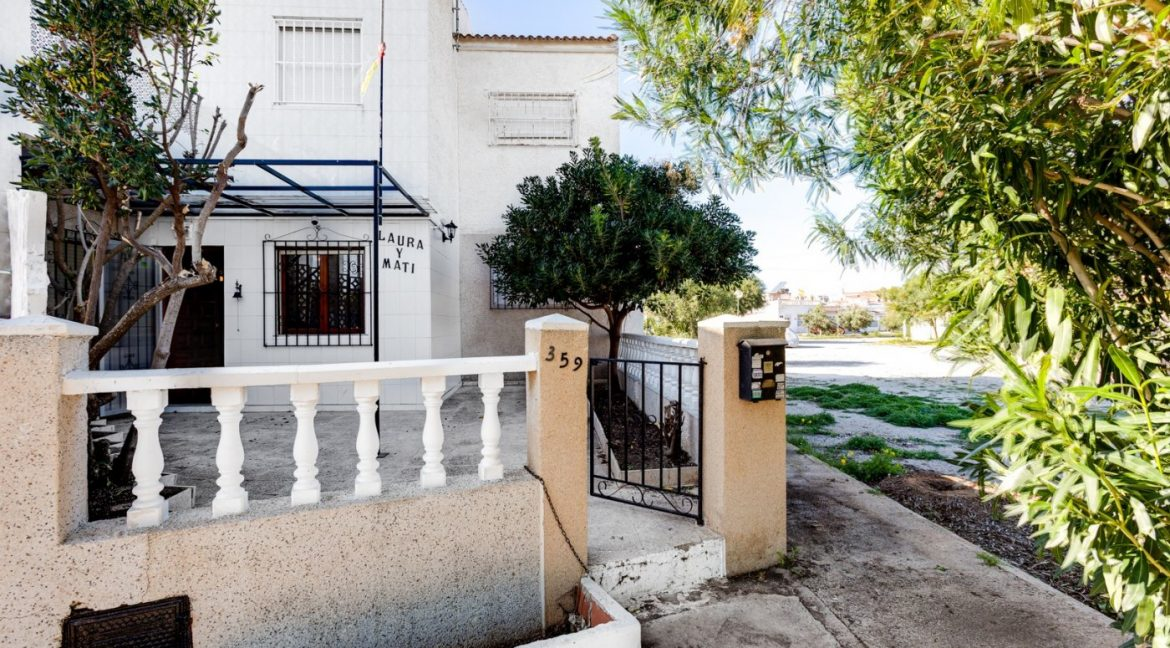 2 Bedrooms Bungalow For Sale With Terrace and Porch In Torrevieja (22)