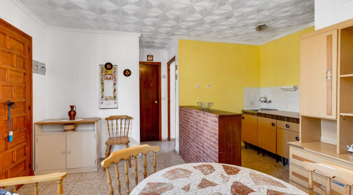 2 Bedrooms Bungalow For Sale With Terrace and Porch In Torrevieja (5)