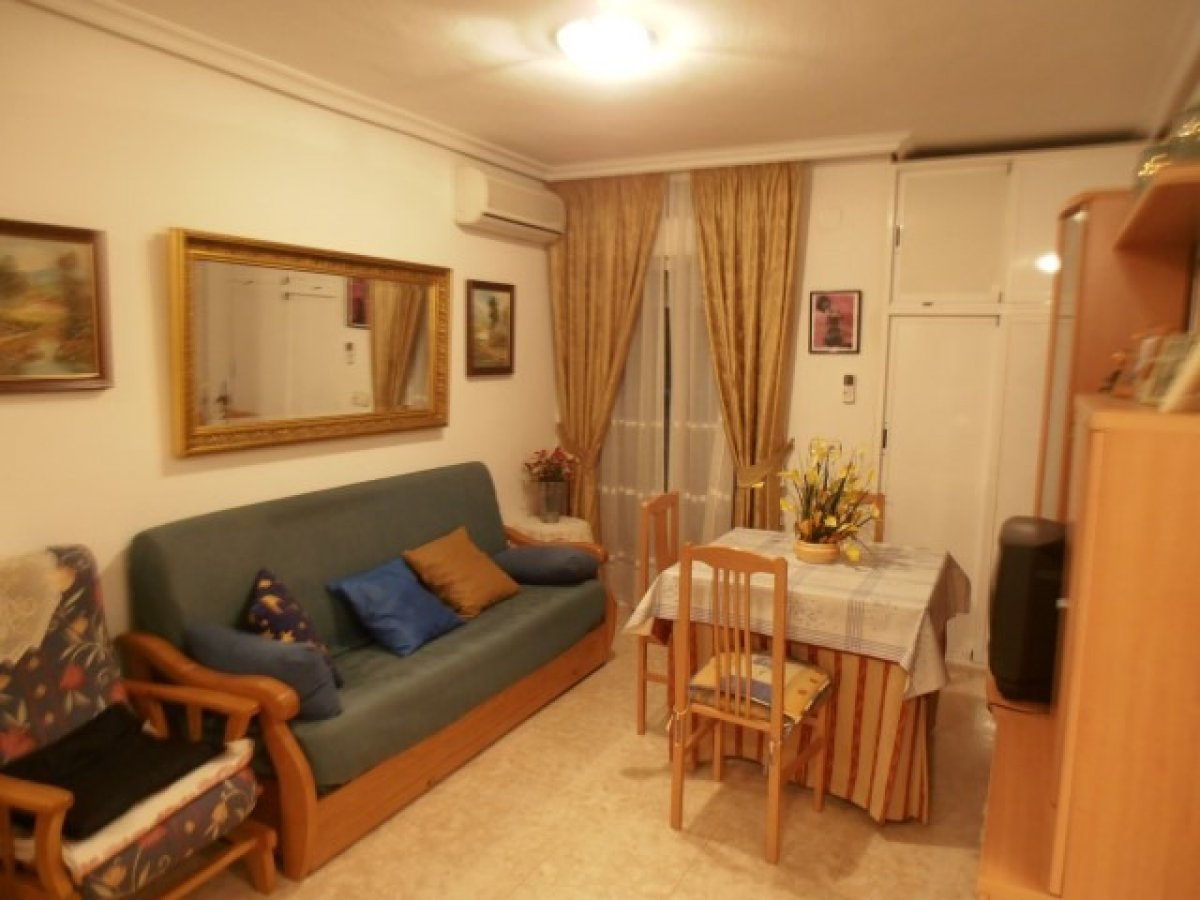 Apartment For Sale in Torrevieja with 1 Double Room and Close to the Port