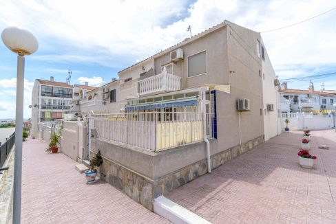 3 Bedrooms Corner townhouse For Sale In Torreblanca, Torrevieja