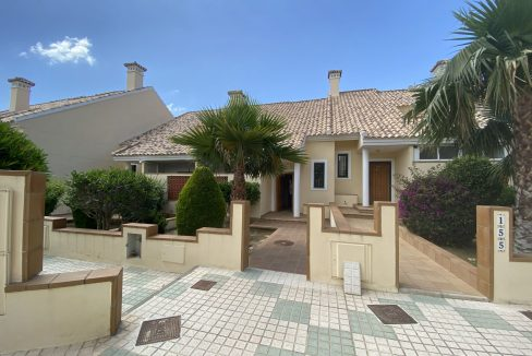 3 Bedrooms Townhouses for Sale with Pool inside the Gold Course (3)