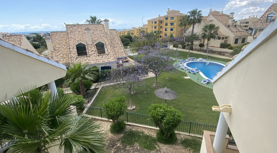 3 Bedrooms Townhouses for Sale with Pool inside the Gold Course (37)