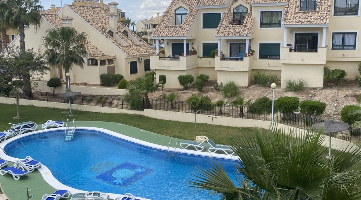 3 Bedrooms Townhouses for Sale with Pool inside the Gold Course (43)