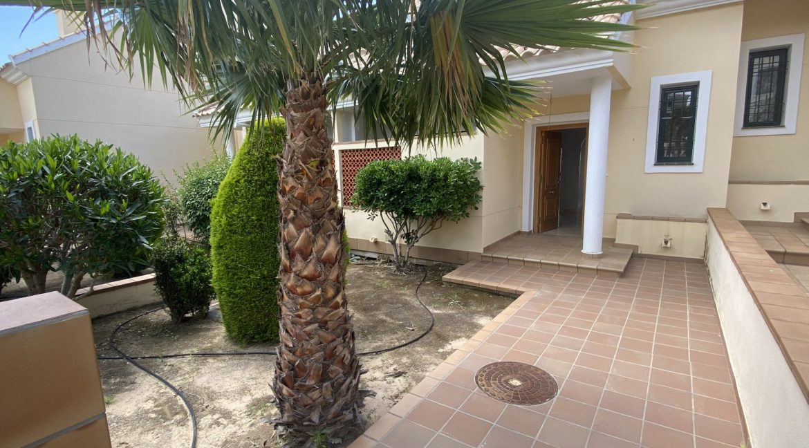 3 Bedrooms Townhouses for Sale with Pool inside the Gold Course (5)