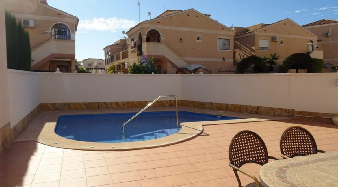 3 Bedrooms Villa For Sale with Swimming Pool in Orihuela Costa (13)