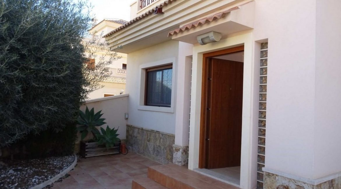 3 Bedrooms Villa For Sale with Swimming Pool in Orihuela Costa (18)