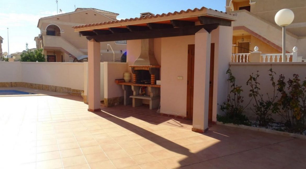 3 Bedrooms Villa For Sale with Swimming Pool in Orihuela Costa (20)