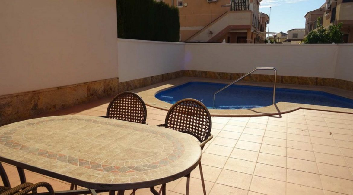 3 Bedrooms Villa For Sale with Swimming Pool in Orihuela Costa (21)