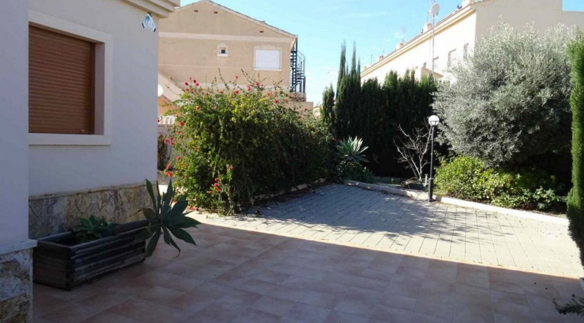 3 Bedrooms Villa For Sale with Swimming Pool in Orihuela Costa (48)