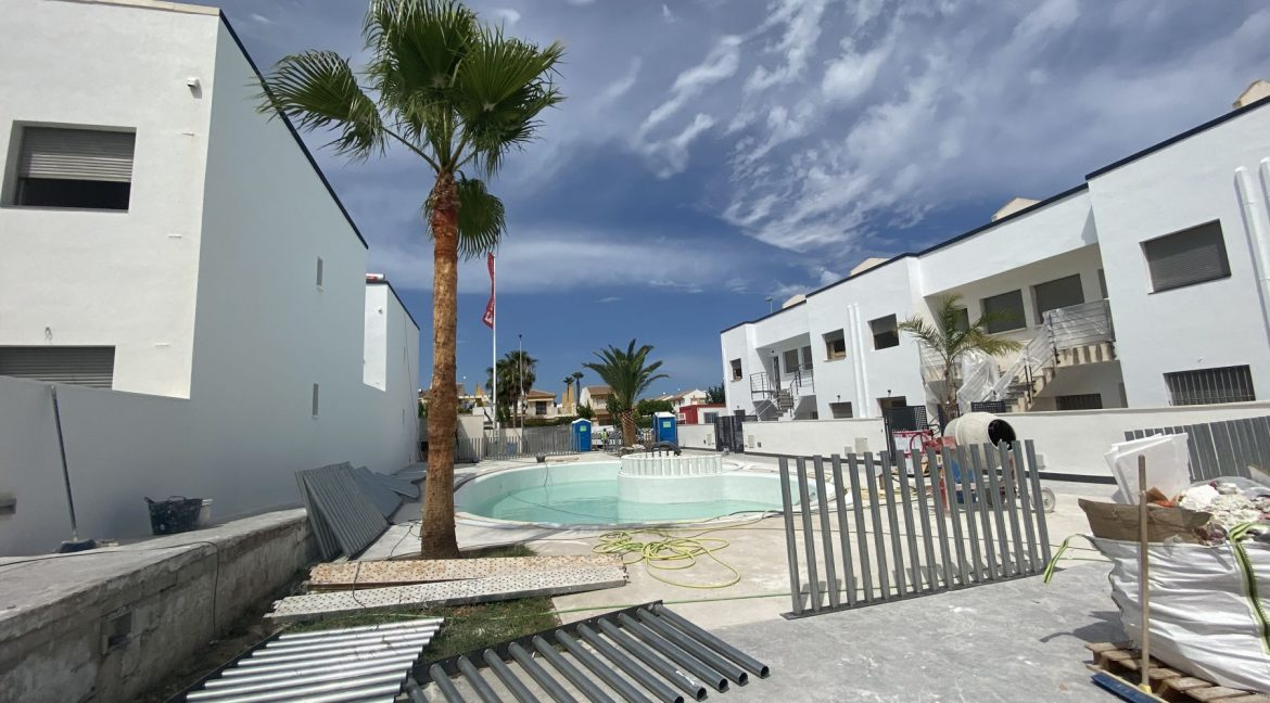Ground And Top Floor Bungalows For Sale With Private Solarium And Sea Views In Torre De La Horadada