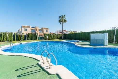 3 Bedrooms Bungalow For Sale in Torrevieja