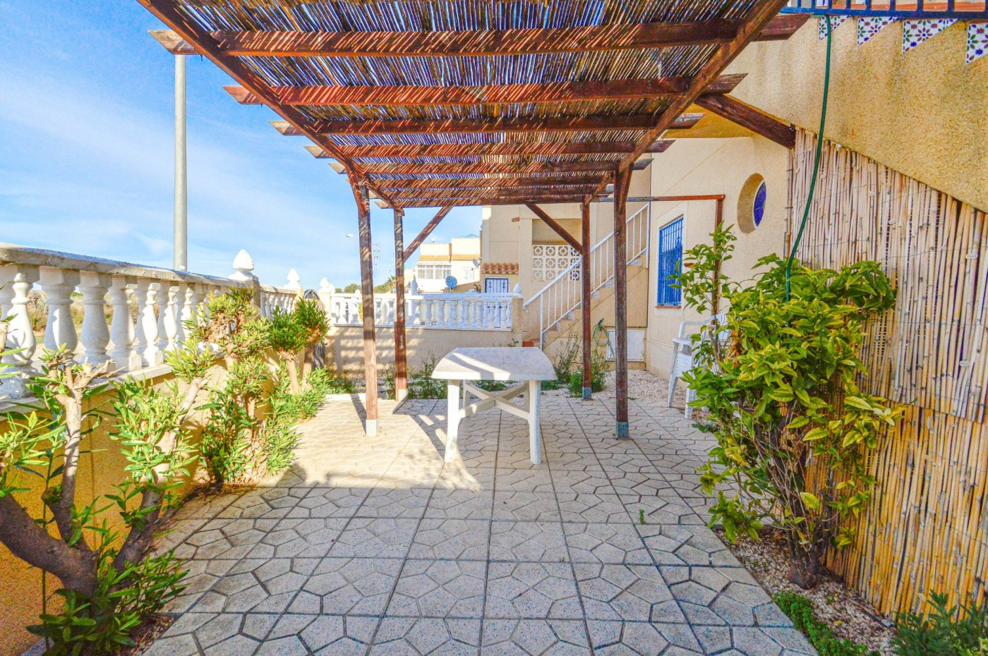 3 Bedrooms Top Floor Bungalow with Garden, Parking and Solarium For Sale in Torrevieja