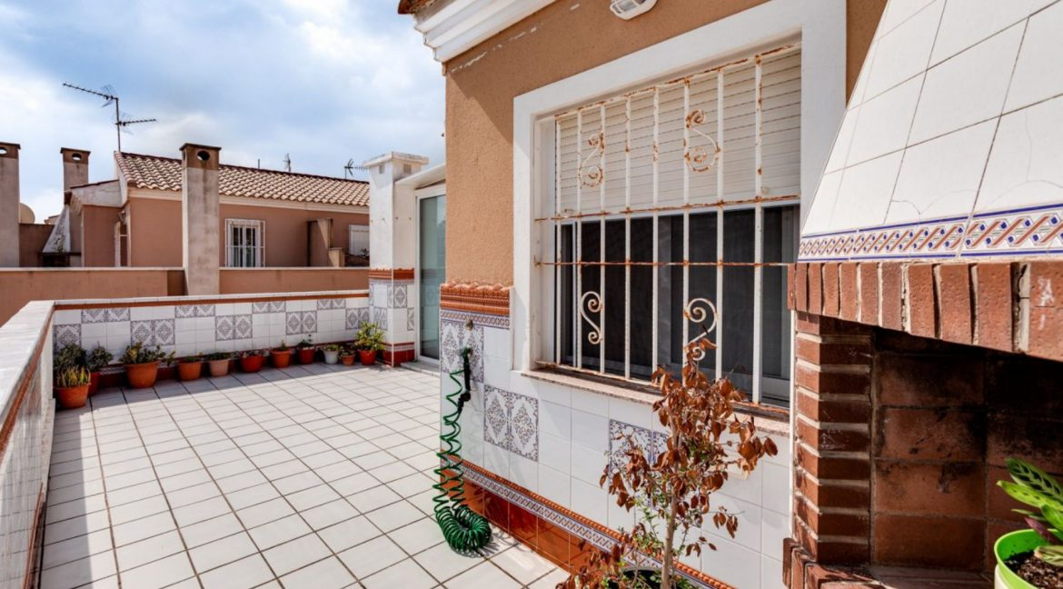3 Bedrooms Upstairs Bungalow For Sale With Solarium And Pool In Mar Azul Torrevieja (10)