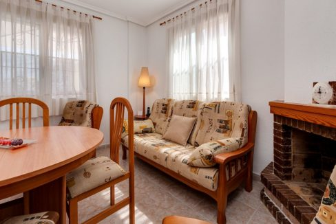 3 Bedrooms Upstairs Bungalow For Sale With Solarium And Pool In Mar Azul Torrevieja (11)