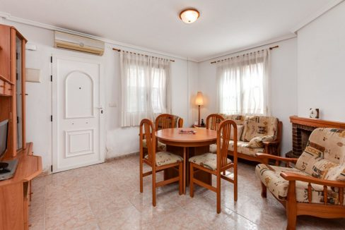 3 Bedrooms Upstairs Bungalow For Sale With Solarium And Pool In Mar Azul Torrevieja (12)