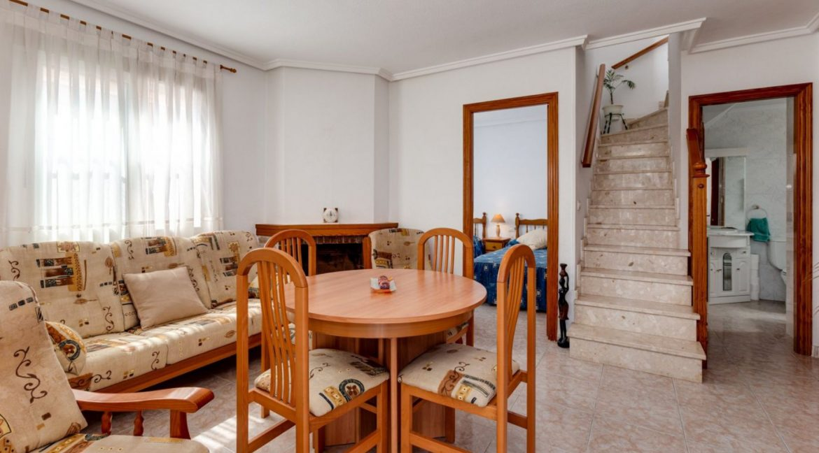 3 Bedrooms Upstairs Bungalow For Sale With Solarium And Pool In Mar Azul Torrevieja (13)