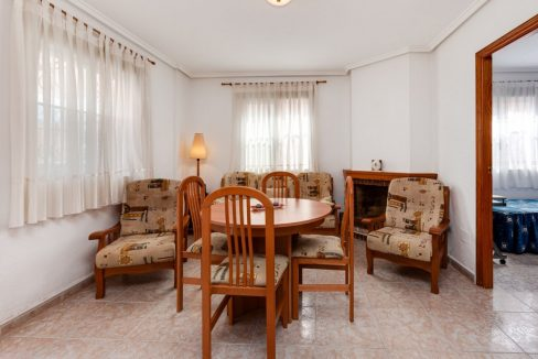 3 Bedrooms Upstairs Bungalow For Sale With Solarium And Pool In Mar Azul Torrevieja (17)
