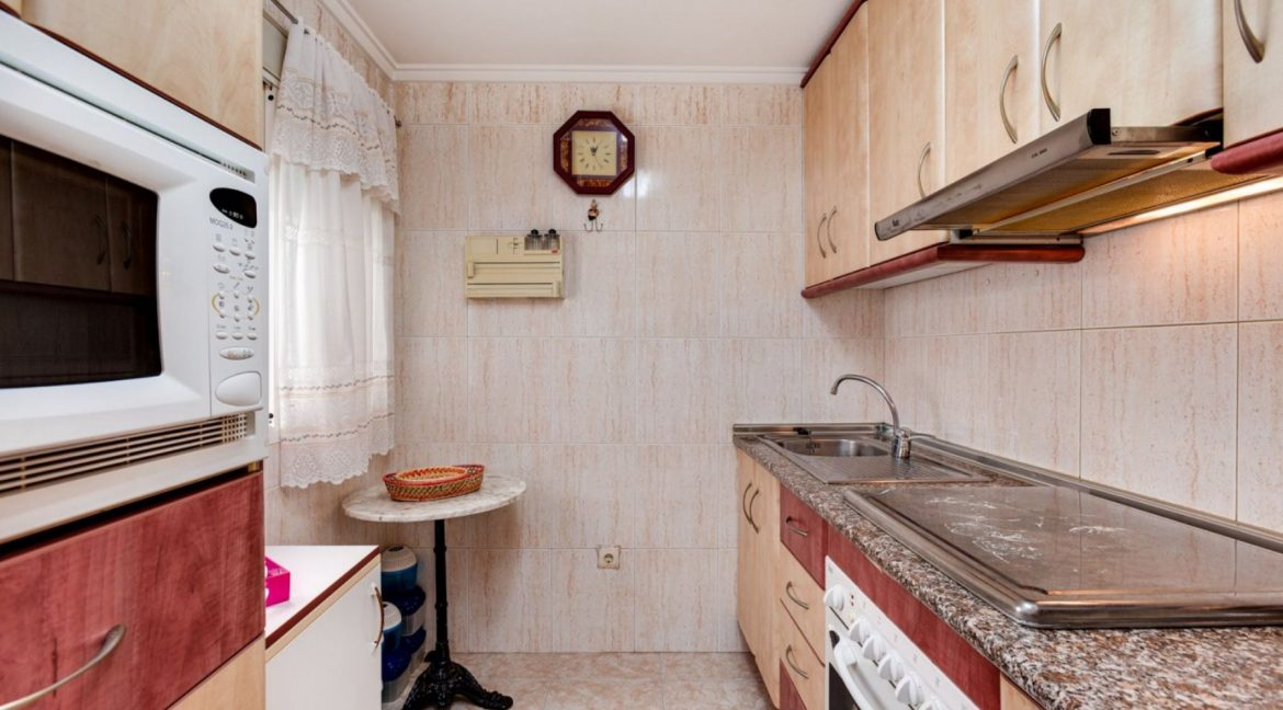 3 Bedrooms Upstairs Bungalow For Sale With Solarium And Pool In Mar Azul Torrevieja (18)