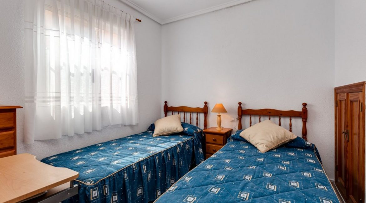 3 Bedrooms Upstairs Bungalow For Sale With Solarium And Pool In Mar Azul Torrevieja (2)