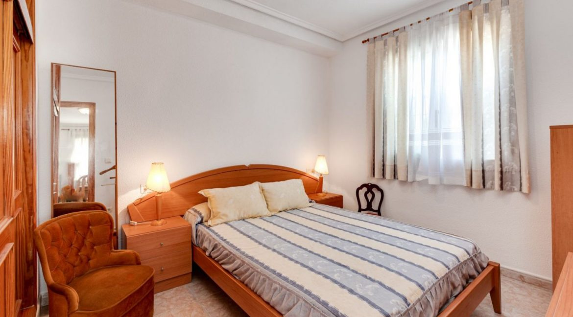 3 Bedrooms Upstairs Bungalow For Sale With Solarium And Pool In Mar Azul Torrevieja (21)