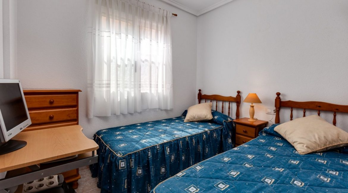 3 Bedrooms Upstairs Bungalow For Sale With Solarium And Pool In Mar Azul Torrevieja (3)