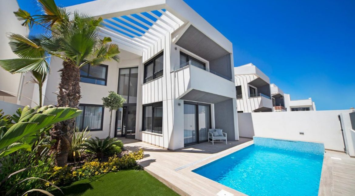 3 Or 4 Bedrooms Villas For Sale With Swimming Pool Just 350 Meters From The Sea In Torrevieja (2)