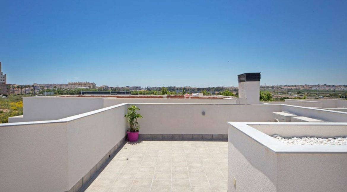 3 Or 4 Bedrooms Villas For Sale With Swimming Pool Just 350 Meters From The Sea In Torrevieja (26)