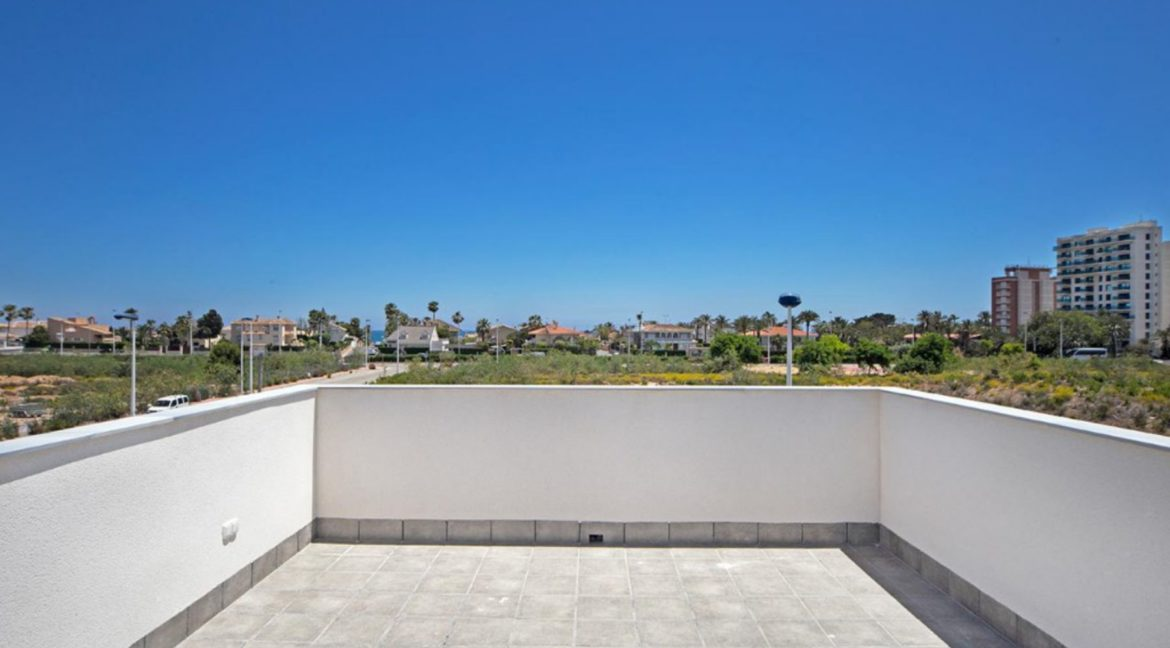 3 Or 4 Bedrooms Villas For Sale With Swimming Pool Just 350 Meters From The Sea In Torrevieja (27)