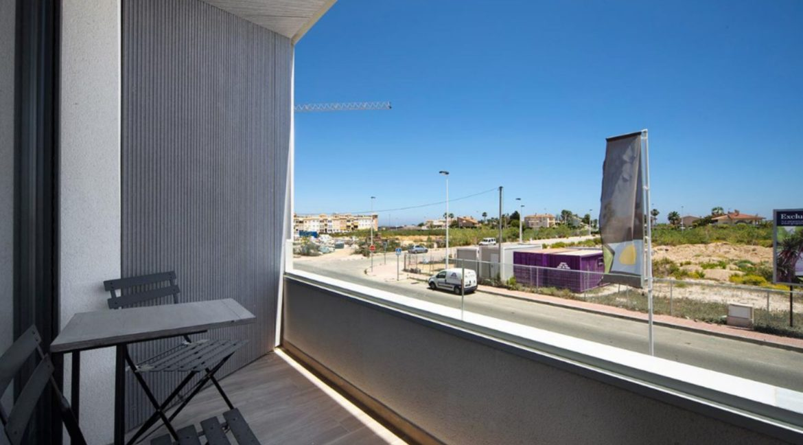 3 Or 4 Bedrooms Villas For Sale With Swimming Pool Just 350 Meters From The Sea In Torrevieja (33)