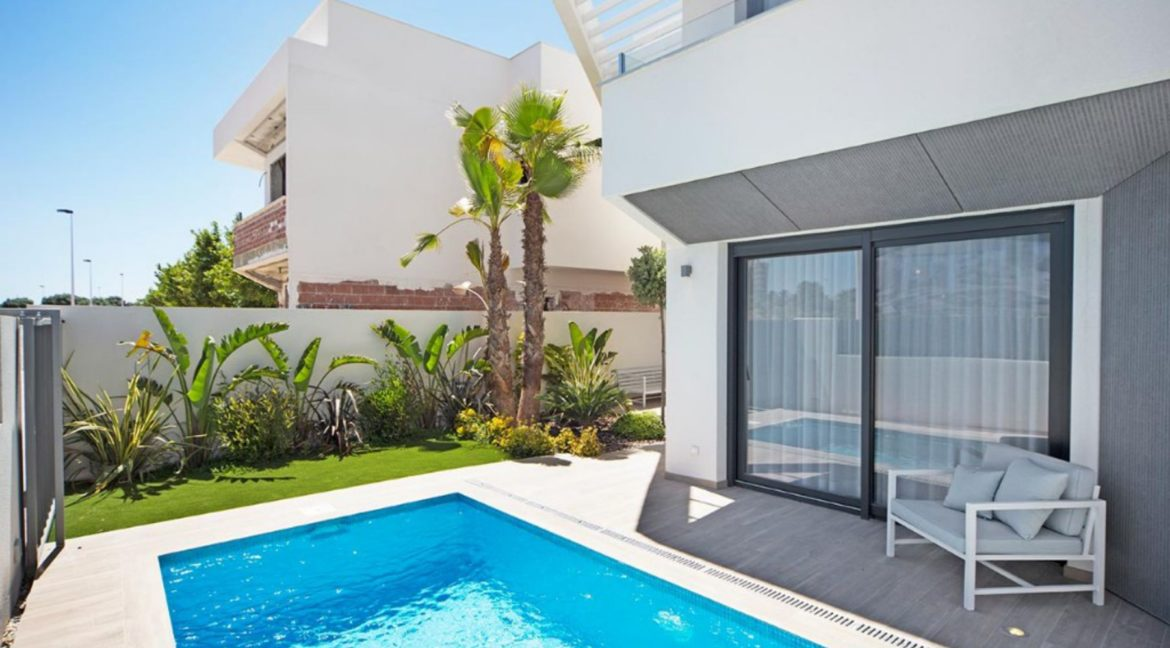 3 Or 4 Bedrooms Villas For Sale With Swimming Pool Just 350 Meters From The Sea In Torrevieja (34)