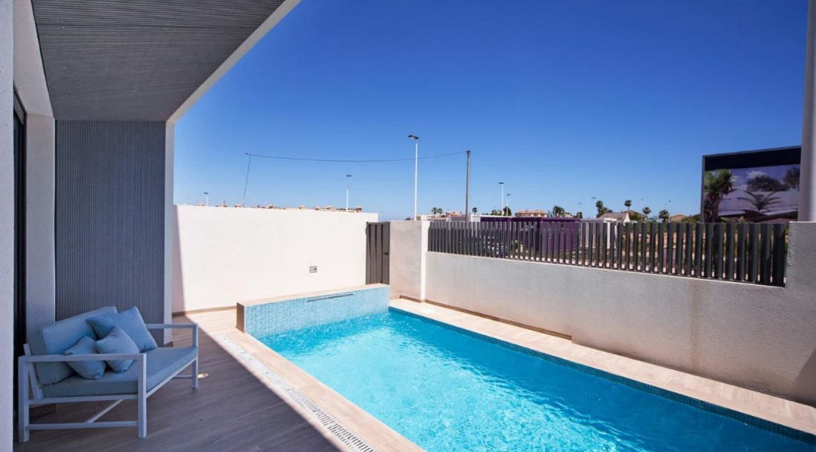 3 Or 4 Bedrooms Villas For Sale With Swimming Pool Just 350 Meters From The Sea In Torrevieja (35)