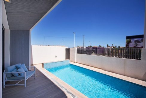 3 Or 4 Bedrooms Villas For Sale With Swimming Pool Just 350 Meters From The Sea In Torrevieja