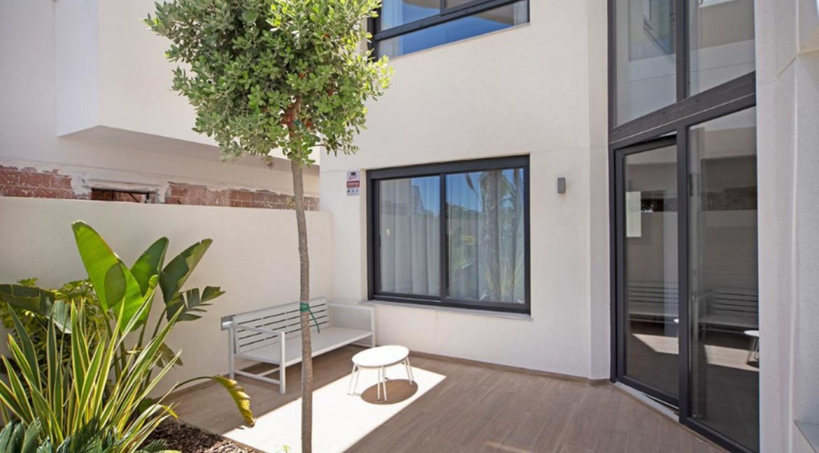 3 Or 4 Bedrooms Villas For Sale With Swimming Pool Just 350 Meters From The Sea In Torrevieja (38)