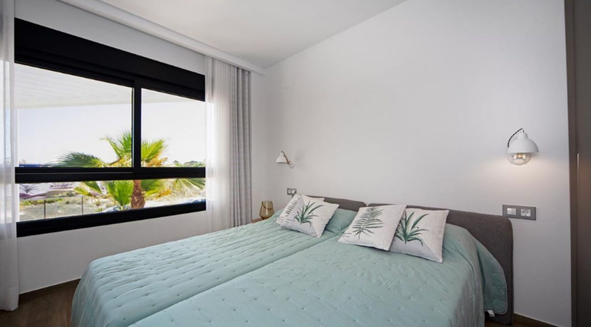 3 Or 4 Bedrooms Villas For Sale With Swimming Pool Just 350 Meters From The Sea In Torrevieja (46)