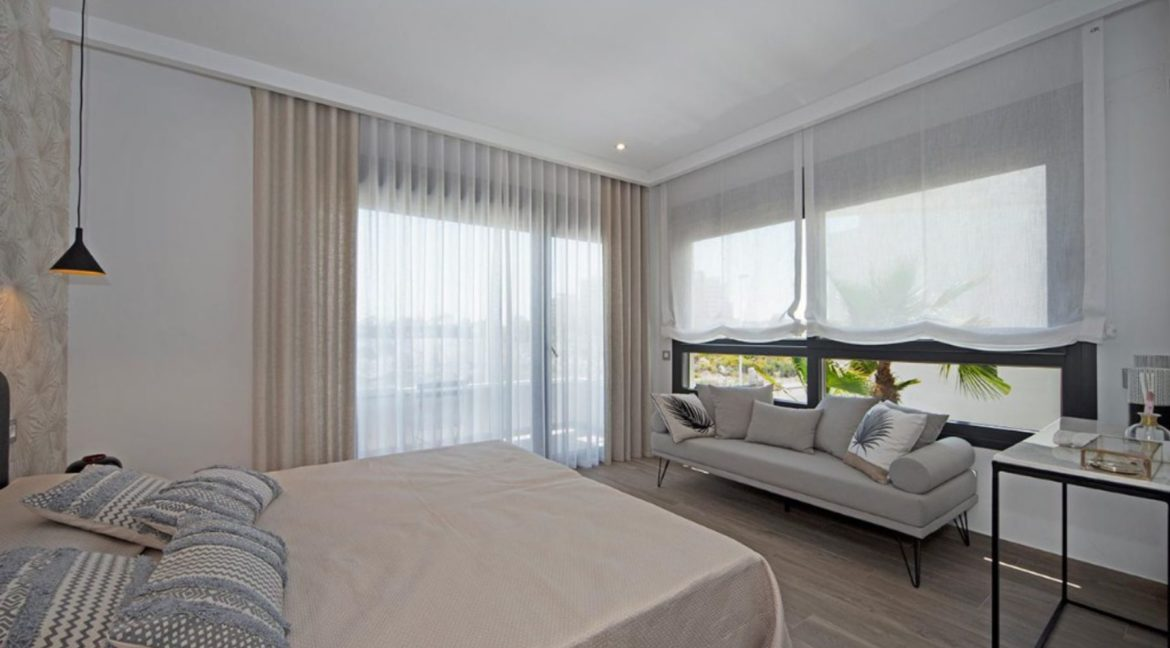 3 Or 4 Bedrooms Villas For Sale With Swimming Pool Just 350 Meters From The Sea In Torrevieja (47)