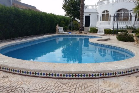 4 Bedrooms Villa For Sale with Swimmimg Pool in Torrevieja (13)