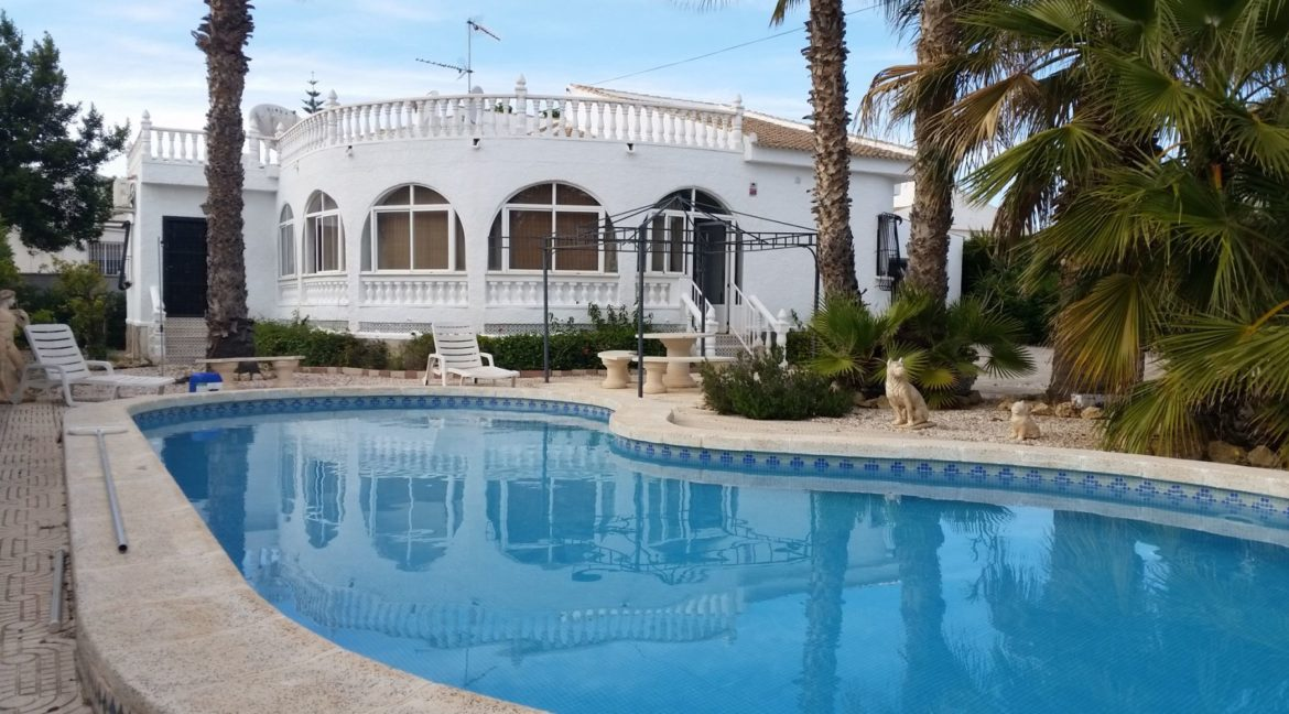 4 Bedrooms Villa For Sale with Swimmimg Pool in Torrevieja (15)