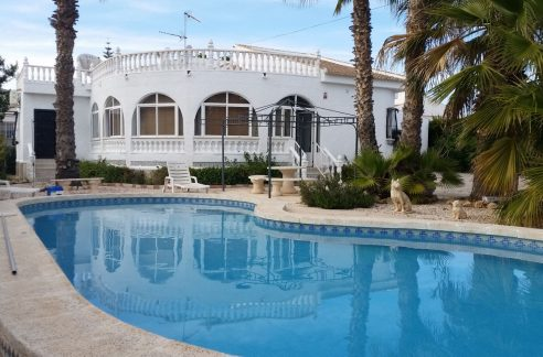 4 Bedrooms Villa For Sale with Swimmimg Pool in Torrevieja