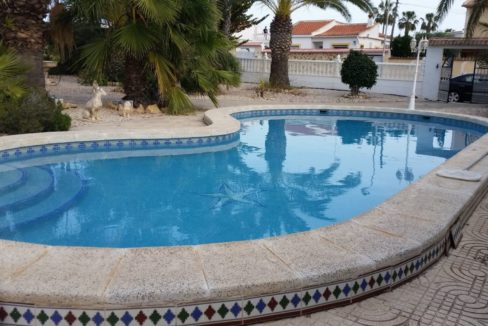 4 Bedrooms Villa For Sale with Swimmimg Pool in Torrevieja (18)