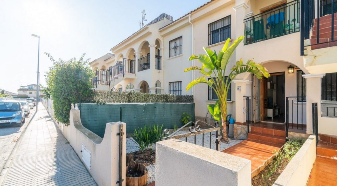 2 Bedrooms Bungalow For Sale Close to Zenia Boulevard and Flamenca Beach (1)
