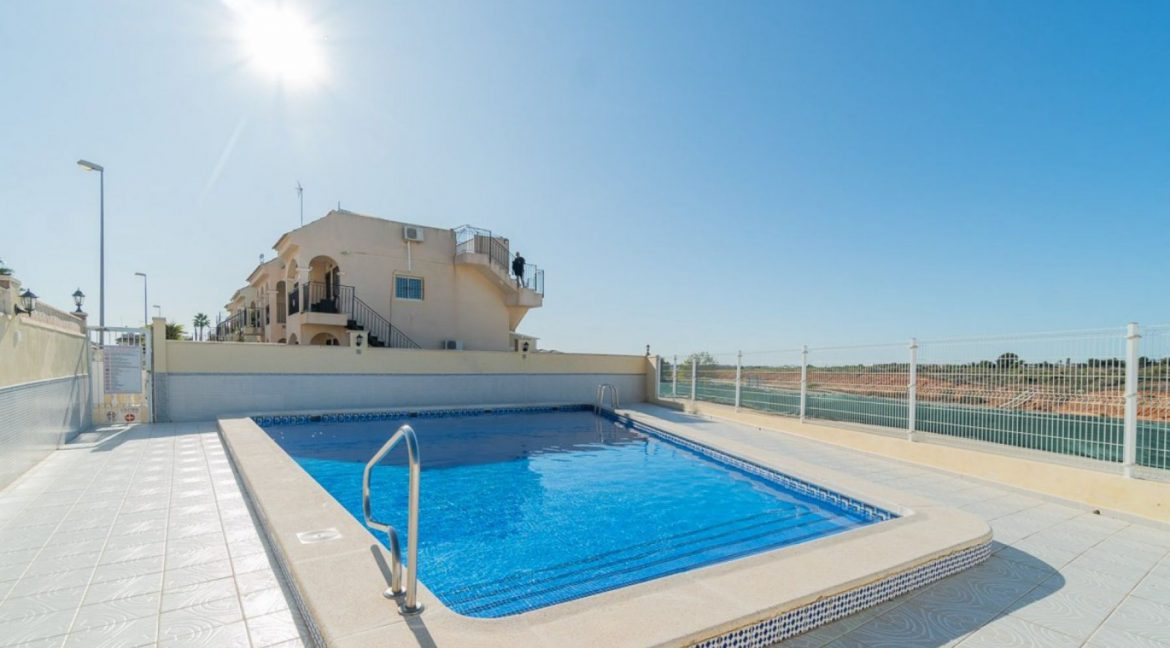 2 Bedrooms Bungalow For Sale Close to Zenia Boulevard and Flamenca Beach (15)