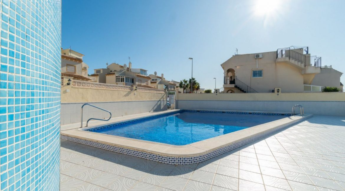 2 Bedrooms Bungalow For Sale Close to Zenia Boulevard and Flamenca Beach (25)