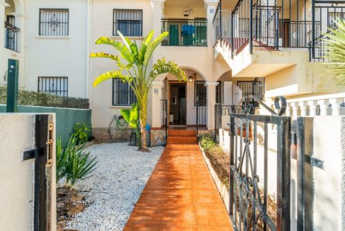 2 Bedrooms Bungalow For Sale Close to Zenia Boulevard and Flamenca Beach (27)