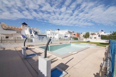 2 Bedrooms Bungalow For Sale with Solarium and Garden in Torrevieja
