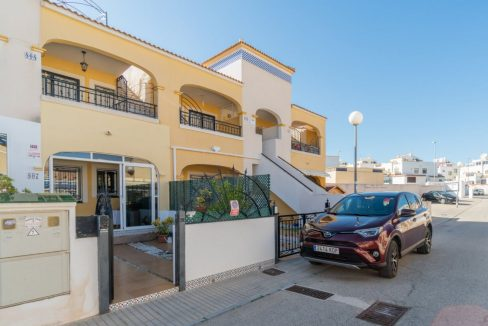 2 Bedrooms Bungalow in Orihuela Costa Close to Zenia Boulevard Shopping Center (1)
