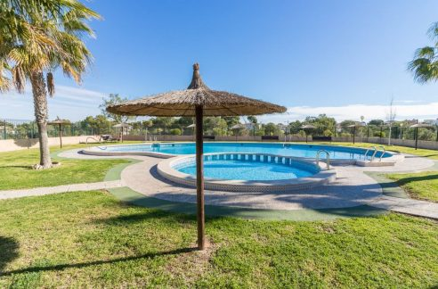 2 Bedrooms Bungalow in Orihuela Costa Close to Zenia Boulevard Shopping Center