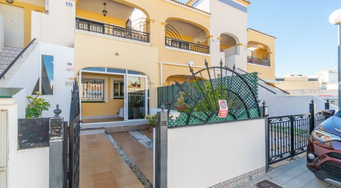 2 Bedrooms Bungalow in Orihuela Costa Close to Zenia Boulevard Shopping Center (21)