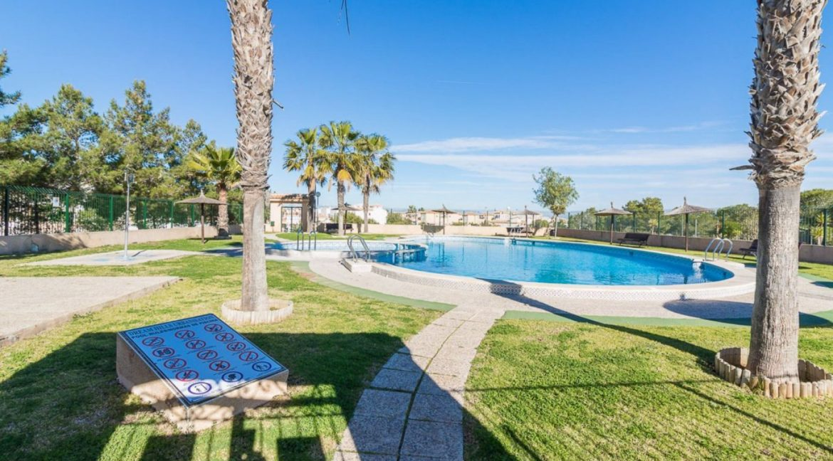 2 Bedrooms Bungalow in Orihuela Costa Close to Zenia Boulevard Shopping Center (7)
