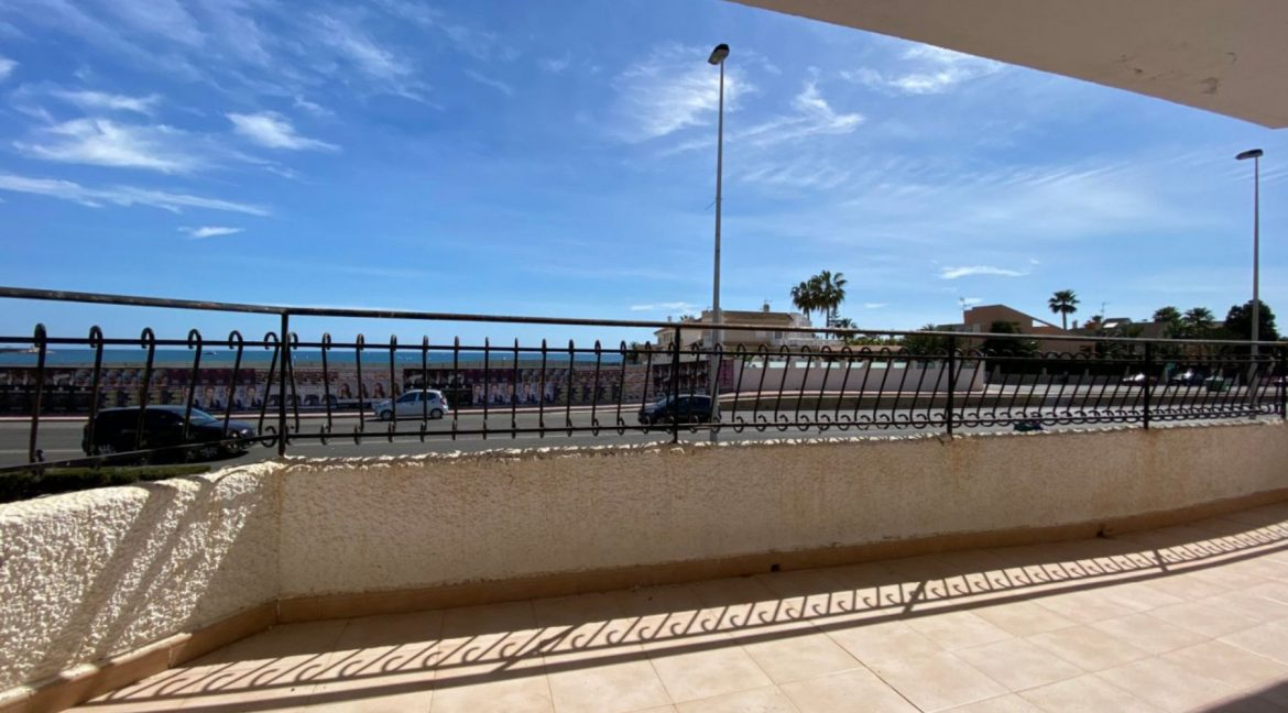 3 Bedrooms Apartment For Sale with Frontal Sea Views in Torrevieja (27)