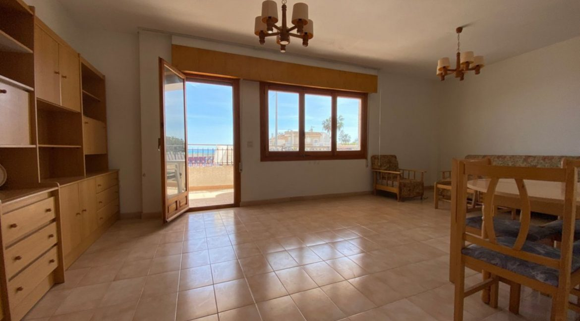 3 Bedrooms Apartment For Sale with Frontal Sea Views in Torrevieja (5)